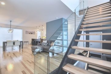 cottage-aire-ouverte-fenestration-abondante-escalier-structural-armoire-thermoplastique-salle-eau-bain-autoportant-douche-de-verre-3-chambres-levis